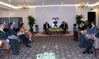 Delegación del Partido Comunista de Cuba visita la Agencia Vietnamita de Noticias
