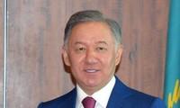 Delegación de Cámara de Representantes de Kazajstán visita Vietnam