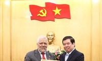Honran al embajador venezolano por su contribución a la formación y capacitación sobre teoría política