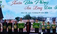 Celebran intercambio artístico para soldados y compatriotas étnicos en Dak Lak