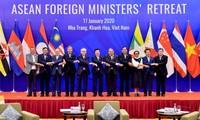 Efectúan Conferencia a puerta cerrada de Cancilleres de la Asean en Nha Trang