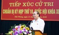 El primer ministro Nguyen Xuan Phuc dialoga con el electorado de Hai Phong