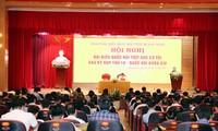 Líderes del Partido Comunista y el Parlamento de Vietnam se reúnen con electores