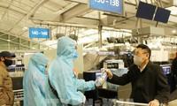 Regresan 280 ciudadanos vietnamitas a tierra natal desde Europa