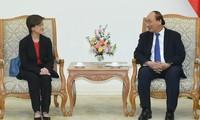 Premier vietnamita se reúne con la saliente embajadora singapurense
