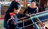 Mujeres de Dak Lak preservan y promueven el tejido de brocado tradicional