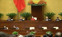 Parlamento de Vietnam debate borrador del informe sobre la XIV legislatura