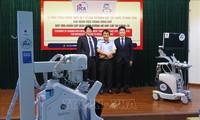 Japón dona equipos médicos para apoyar la prevención y el control del covid-19 en Vietnam