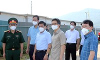 El viceprimer ministro vietnamita revisa la lucha contra el covid-19 en Bac Giang