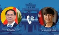 Canciller de Vietnam debaten tema de relaciones con sus pares de Noruega y Laos