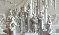 Erigen en Tuyen Quang monumento de Tío Ho con étnicos