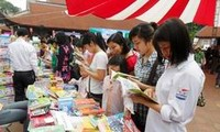 Vietnam se propone elevar hábito de lectura en el pueblo