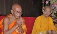 Gran Patriarca Supremo de Cambodia trabaja con el Frente de la Patria de Vietnam