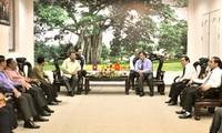 Prosiguen actividades de delegados laosianos en Vietnam