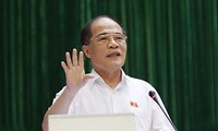 Presidente del Parlamernto revisa construcción de nuevo campo en Tan Trao