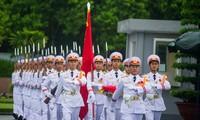 El pueblo vietnamita, orgulloso de su Patria y de su bandera nacional