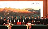 China y Vietnam firman 10 convenios de cooperación