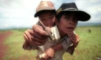 Estados Unidos ayuda a víctimas vietnamitas de bombas y minas