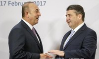 German and Turkish ministers meet amid tensions