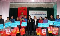 Tet gifts presented to poor, policy beneficiary families