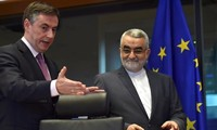 Iran warns of withdrawal from nuclear deal if sanctions re-imposed