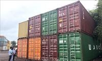 Vietnam tightens management of plastic waste imports