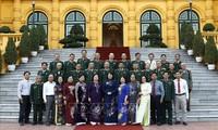 당 티 응옥 틴 국가 부주석, 빈롱성 유공자 및 재향군인 대표단 접견
