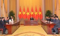 응우옌 푸 쫑 서기장 – 국가주석, 신임대사 접견