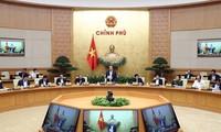 응우옌 쑤언 푹 총리: 어려운 상황에서 기본적인 경제사회 안정 유지
