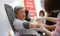 생명을 살리기 위한 보건간부의 헌혈