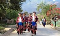 롤로 (Lô Lô) 소수민족의 분장 축제