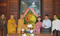 닥락성 인민위원회 대표단, 지방 전역의 불교단체를 만나 축하를 전해