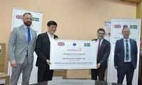 영국기업, 코로나19 방역을 위해 베트남 보건부에 400,000장의 마스크 전달