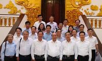 응우옌 쑤언 푹 총리, 벤째성 주요 지도자와 회의