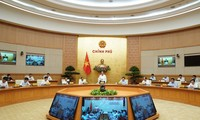 응우옌 쑤언 푹 충리, 공공투자 지출조치에 대한 회의 주재