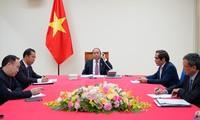 응우옌 쑤언 푹 총리, 라오스 총리와 통화