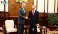 Tran Dai Quang reçoit les nouveaux ambassadeurs