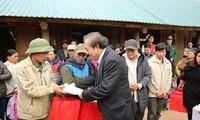 Truong Hoa Binh rencontre des sinistrés des crues à Da Bac