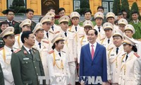 Le chef de l'Etat honore les jeunes policiers exemplaires de 2017
