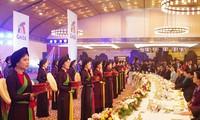GMS-6/CLV-10: Nguyên Xuân Phuc et son épouse président un banquet