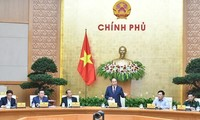 Réunion gouvernementale sous la houlette du Premier ministre Nguyên Xuân Phuc