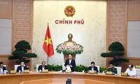 Le PM Nguyên Xuân Phuc préside la réunion du gouvernement de novembre