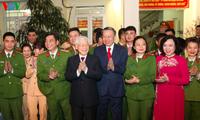 Nguyên Phu Trong présente ses voeux à des services qui travaillent au réveillon