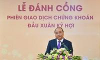 Nguyên Xuân Phuc inaugure le marché boursier après le Têt