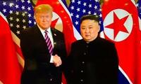 Nouvel échange de poignée de main entre Donald Trump et Kim Jong-un