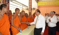 Cho Chnam Thmay: Nguyên Xuân Phuc formule ses voeux aux bonzes khmers