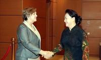 Nguyên Thi Kim Ngân reçoit la représentante de l'UNICEF au Vietnam