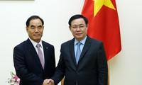 Le président du groupe KRC reçu par Vuong Dinh Huê