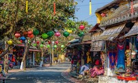 Les jeunes vietkieus découvrent le vieux quartier de Hôi An