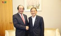 Mai Tiên Dung rencontre deux responsables du gouvernement japonais